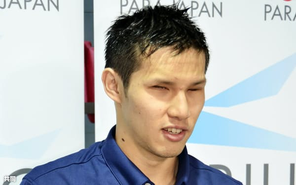 練習後に取材に応じる木村敬一(29日、国立スポーツ科学センター)=共同