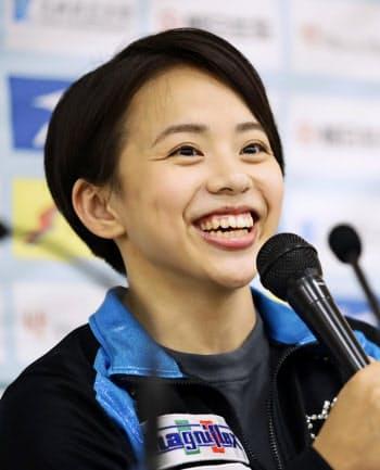 体操の全日本シニア選手権を前に記者会見する村上茉愛(29日、福井県営体育館)=共同