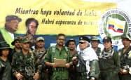 29日に公開された動画で、武装闘争への復帰を宣言する元FARC幹部のイバン・マルケス氏(写真中央)