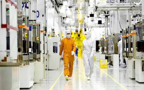 日本が輸出管理を厳格化した3品目はいずれも半導体製造に欠かせない(ソウル郊外のサムスン電子の半導体工場)