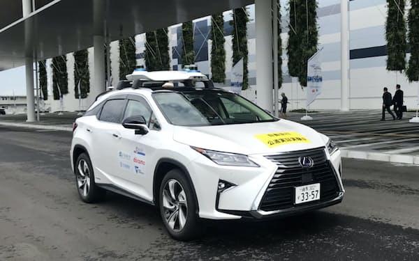 愛知県国際展示場「アイチ・スカイ・エキスポ」の周辺で自動運転の実証実験が開かれた(30日、常滑市)
