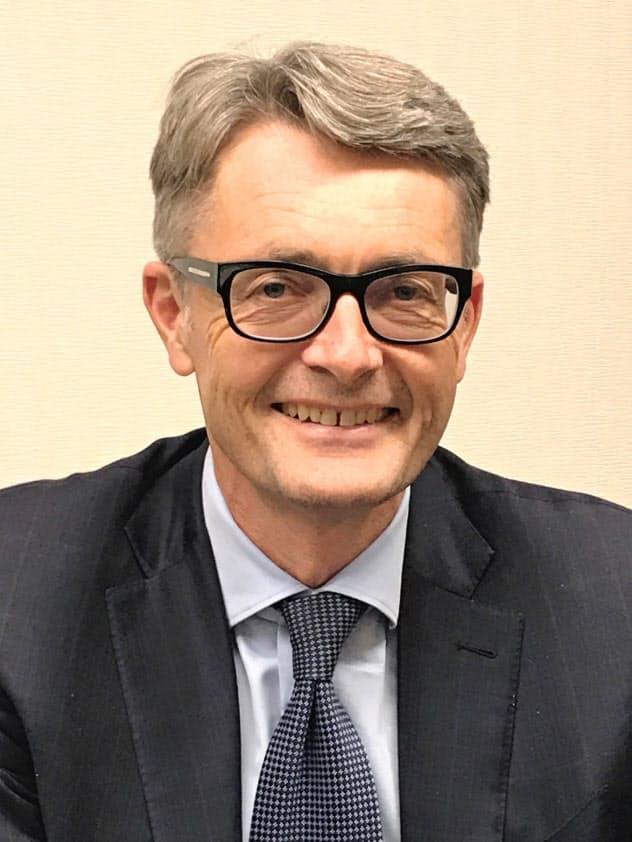 Oyvind Eriksen 1964年ノルウェー生まれ。オスロ大法卒。企業法務の弁護士を経て、2009年にアーカーASAの社長兼CEOに就任、グループ各社の会長などを務める。16年にソフト会社のコグナイトを設立、ノルウェーの産業のデータ分析基盤を構築した。