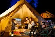 キャンプなどでテントに投写して映像を楽しむこともできる