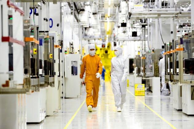 韓国は予算でハイテク製品の素材や部品開発を支援(サムスン電子の半導体工場)