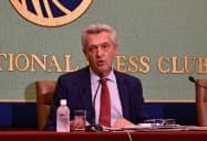グランディ国連難民高等弁務官はミャンマーの少数民族ロヒンギャをめぐる環境改善を求めた(30日、都内の日本記者クラブ)