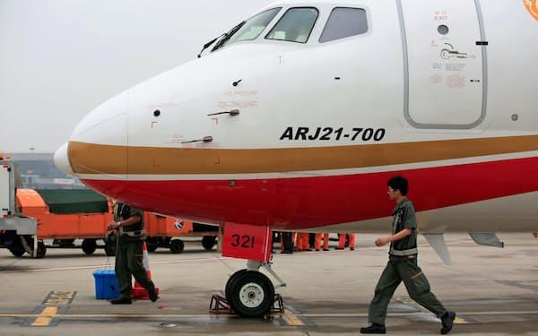 中国の国産リージョナルジェット「ARJ21」を大手エアライン3社が買い支える(2016年、上海市)=ロイター