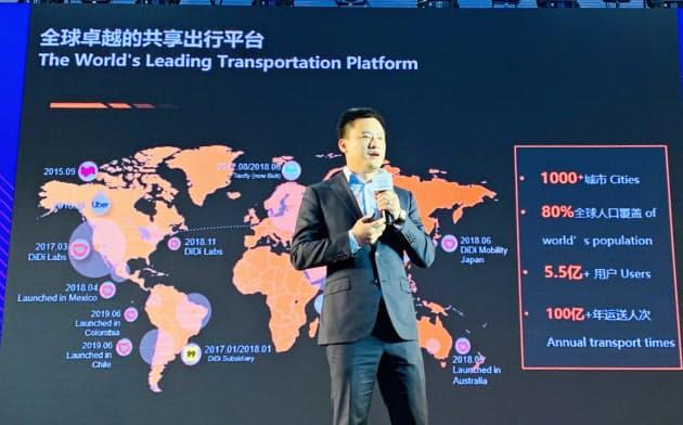 ロボタクシーの運行を発表した滴滴の張博CTO(上海、30日)