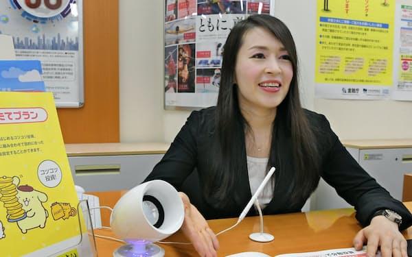 SMBC日興証券は難聴者に説明が聞こえやすくするスピーカーを導入(東京都中央区の八重洲支店)