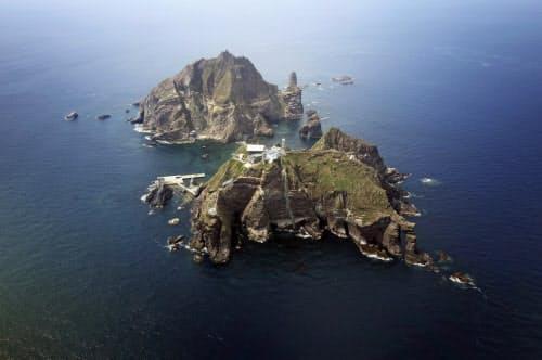 韓国の超党派議員団が上陸した島根県の竹島(韓国名・独島)=ロイター