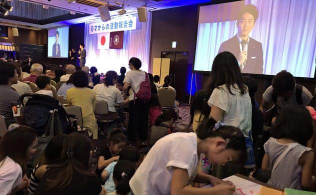 自民党の小泉進次郎氏は0歳から参加できる活動報告会を地元で開いている