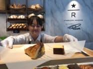 「スターバックス リザーブストア」ではイタリアの有名パン専門店のパンも販売する(東京都中央区の店舗)