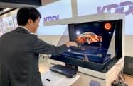 「3Dホログラム」は高精細画像をリアルタイムで操作しやすくした(2日、東京都港区)