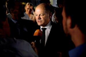 SPDの党首選に名乗りを上げたショルツ副首相兼財務相=ロイター