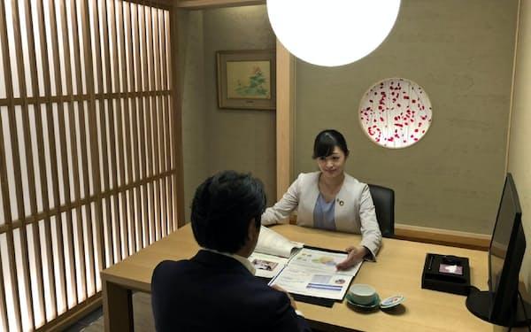 「和」をコンセプトにした応接室など特別感を演出(SMBC日興の横浜関内支店)