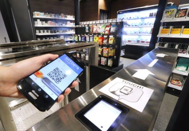 QRコードで認証入店することで、退店時に決済完了するNTTデータの無人店舗サービス(2日、東京都港区)