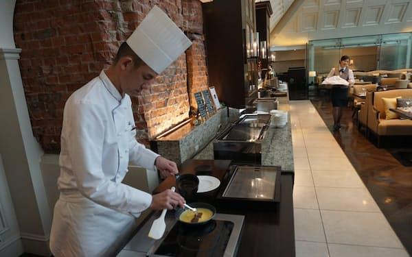 ホテルなら出勤前に朝食を食べながら交流できる(東京・千代田の東京ステーションホテル)