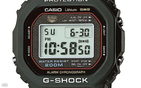 カシオ計算機の「G-SHOCK」の1号機(国立科学博物館提供)=共同