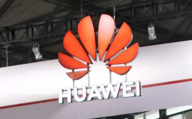 ファーウェイは世界の50超の通信会社と「5G」の商用化に関する契約を結んでいる(6月、上海市での展示)