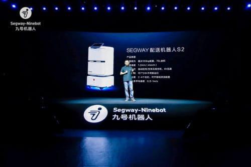 新型配送ロボットの発表会(同)