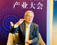 日立建機の平野耕太郎社長はテンセントとの連携について「建機の使い方を一段と効率的にする手法を考えていく」と意欲を見せた(3日、北京市)