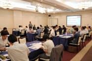 ワークショップでは採用課題などについて活発に議論した(3日、長野市)