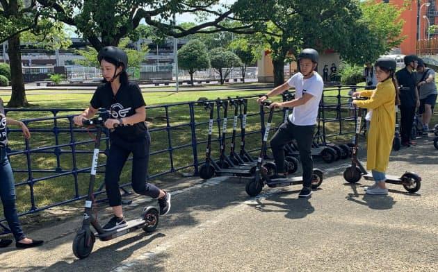 米Birdのシェア電動キックボードの実証実験の様子(2019年8月31日、福岡市)