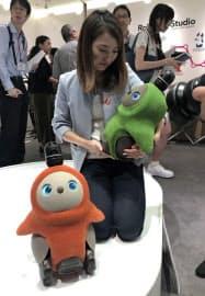 高島屋はペット型のロボットを売り出した(東京・渋谷)