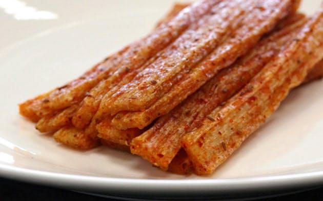 辣条(ラーティアオ)は小麦粉などを原料にした中国の国民的おやつ