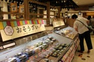 各店の小分け総菜を集めた売り場も新たに設けた(4日、宇都宮市の東武宇都宮百貨店)