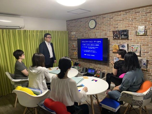 築34年の空き家を改修した「シェアハウス東中野山」。月に1回勉強会を開催している(新潟市)