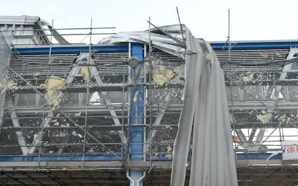台風21号で被害が出た関空の貨物倉庫(18年9月)