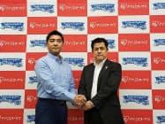 4日、パートナーシップ契約を結んだアイリスオーヤマの石田敬BtoB事業本部長(右)とIBLJの坂口裕昭社長