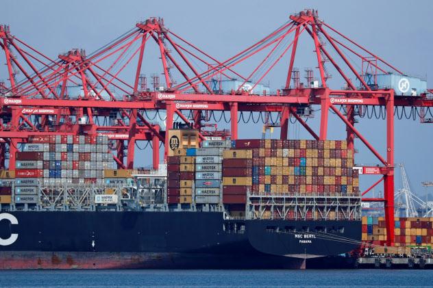 米国の対中輸出入は貿易戦争の影響で減少した=ロイター