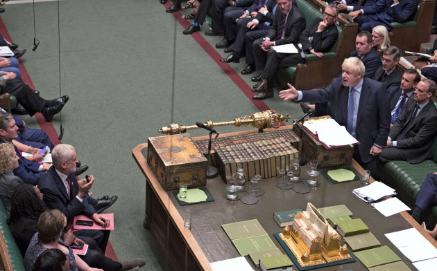 4日に行われた英党首討論(ロンドン)=英下院提供・AP