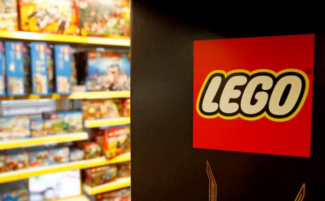 玩具市場が飽和する中でレゴは健闘している=ロイター