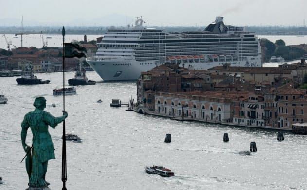 摩擦も運ぶクルーズ船 利用3000万人、混雑や排ガス