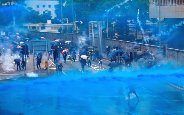 香港では若者らの抗議活動が6月から続いている=ロイター