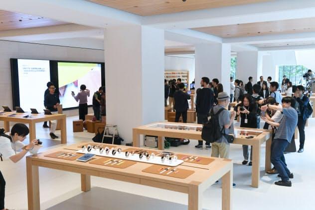 内覧会が開かれた「アップル丸の内」(5日午前、東京・丸の内)