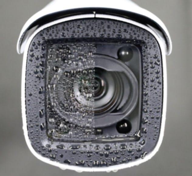 キヤノンの親水コーティングのイメージ。カメラ中央より右側がコーティング部分。