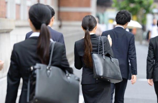進学や就職をきっかけに、若年女性が地方から都市部に流入する