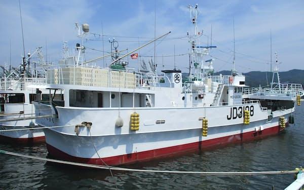 気仙沼市の漁港に停泊しているマグロはえ縄漁業会社の漁船