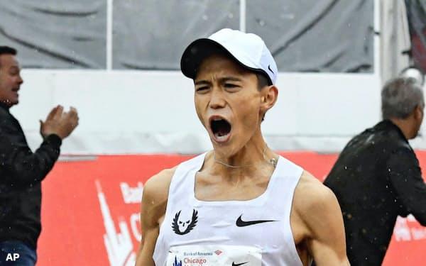 昨年のシカゴ・マラソンで2時間5分50秒の日本新をマークした大迫傑=AP