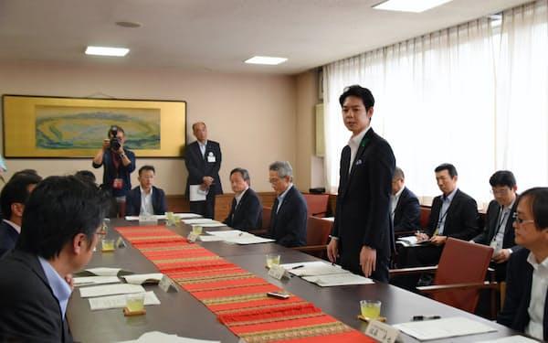 鈴木知事は路線存続に向けて「オール北海道で取り組みたい」と強調した(5日、旭川市)