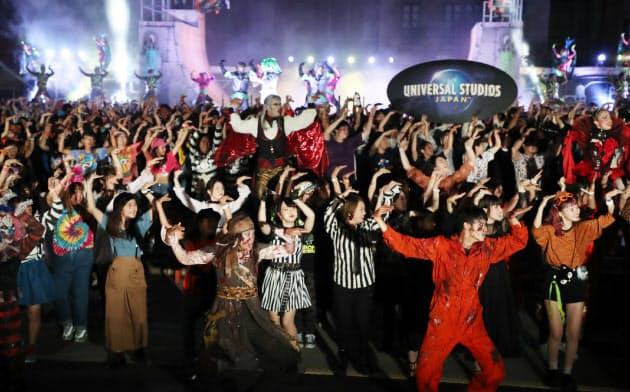 ゾンビと一緒に踊るUSJの新イベント「ゾンビ・デ・ダンス」(5日午後、大阪市此花区)