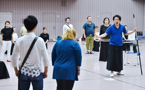 オペラ「オリンピーアデ」の稽古をする関西歌劇団(大阪市北区)