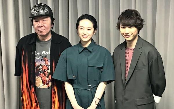 (左)から古田新太、清野菜名、須賀健太。                                                   須賀は劇団誕生の地である「大切な場所である大阪。凱旋公演に参加できるのがうれしい」と話す。