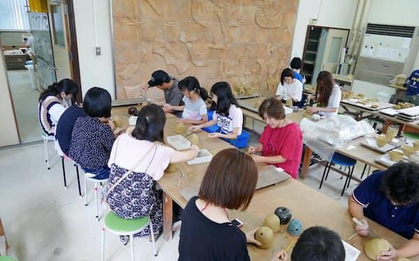 夏休み期間中は特に子ども連れで盛況だった(越前町の福井県陶芸館)