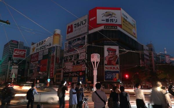 北海道地震による停電ではススキノのネオンも消えた(2018年9月6日、札幌市)