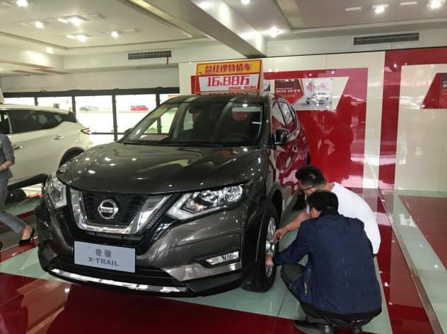 日産自動車の8月の中国での新車販売は「エクストレイル」などのSUVが好調だった(広東省広州市の販売店)