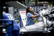 米国の単位労働コスト(非農業部門)は報酬の伸びを受けて速報値より上昇した(米ミシガン州の自動車組み立て工場)=AP